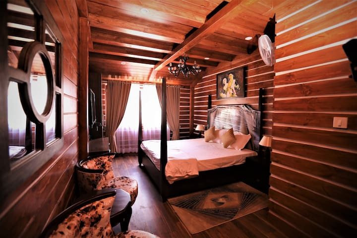 THE LOG HOUSE |Entire House on Mall Road Mussoorie