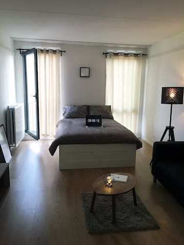 Spacious Studio 20min from CITY CENTRE