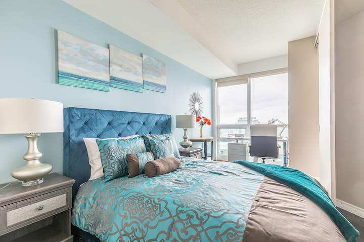 Simply Comfort. Stylish Downtown Apartment. 2Bath.