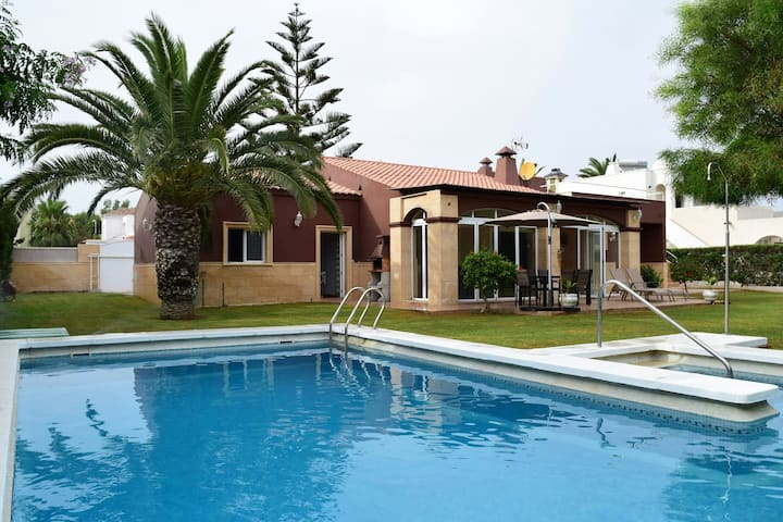 Villa with 3 bedrooms in Roquetas de Mar, with private pool and furnished terrace