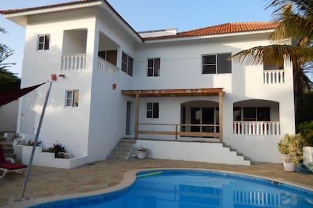 Luxury 4 bedrooms villa with seaview - Sosúa - Hus
