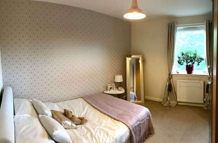 Private Room in 2 bedroom Flat, Livingston