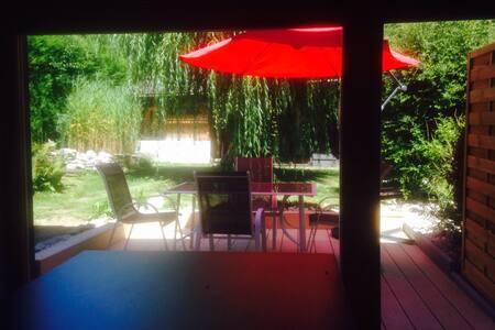 Studio avec terrasse à 100m du Lac - Appartement