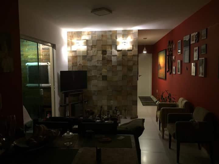 Apartamento  Muito bem localizado com churrasq.