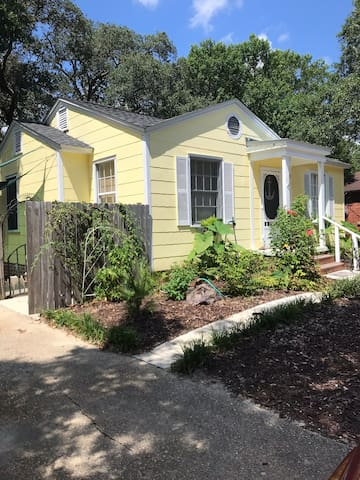 Garden Studio Apartment nestled in Navy Point