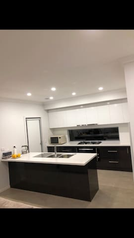 Brand New Townhouse with 5 Large Beds room
