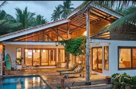 LUXURY BEACHFRONT PRIVATE VILLA MANDIRI BEACH KRUI