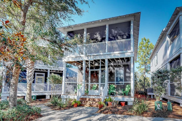 Airy home w/ porch, patio & shared pool/hot tub - blocks to the Gulf of Mexico!