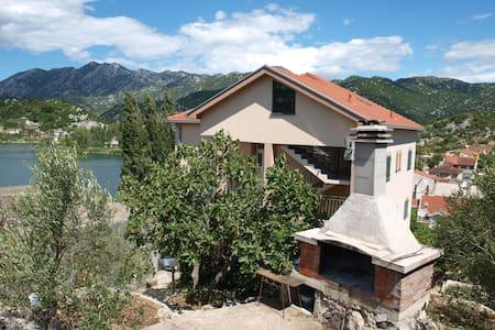 Apartment Luna Bacina Lakes - Ploče - Departamento