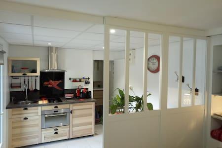 Annecy(Chavanod 74) Studio dans Rez de maison