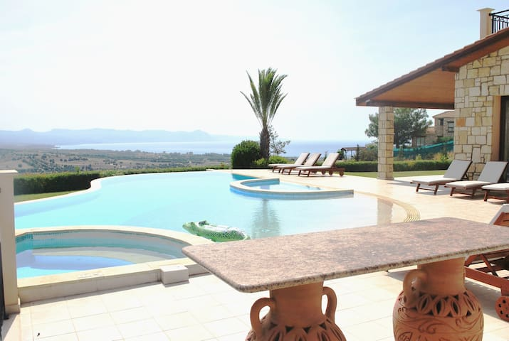 ELITE, AMAZING LUXURY LARGE VILLA sleeps 14 - Argaka - Villa