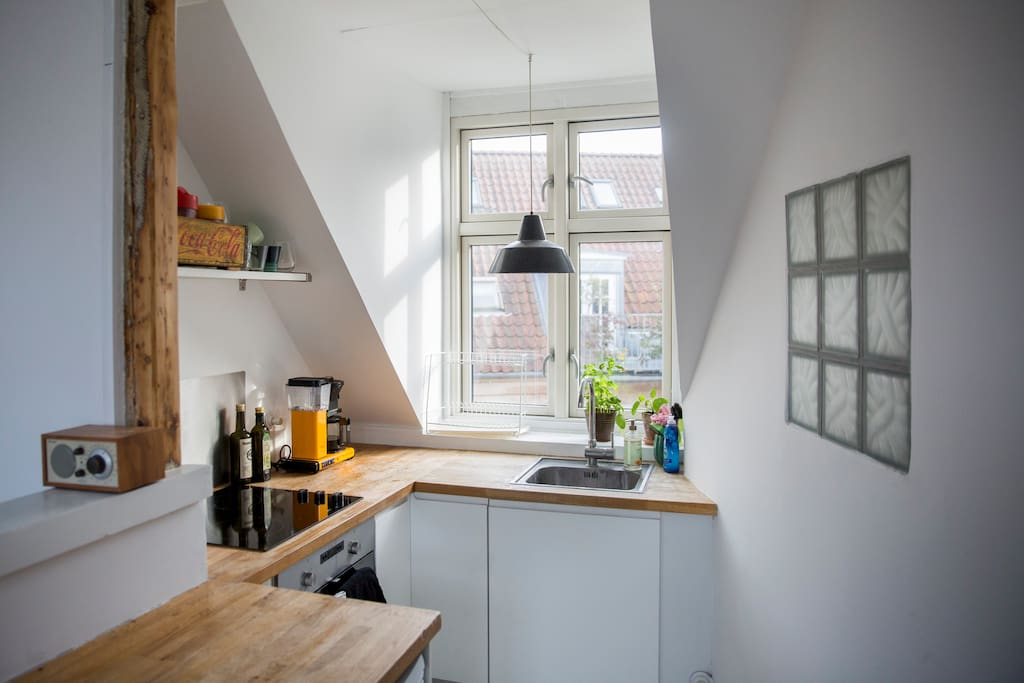 The kitchen is fully equipped to make food and coffee