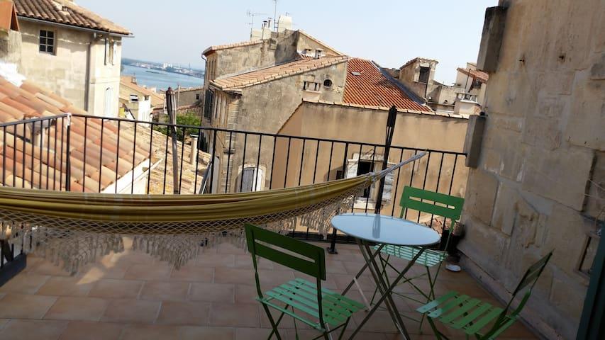 Maison d'artiste avec terasse vue sur le Rhone - Arles - Huis