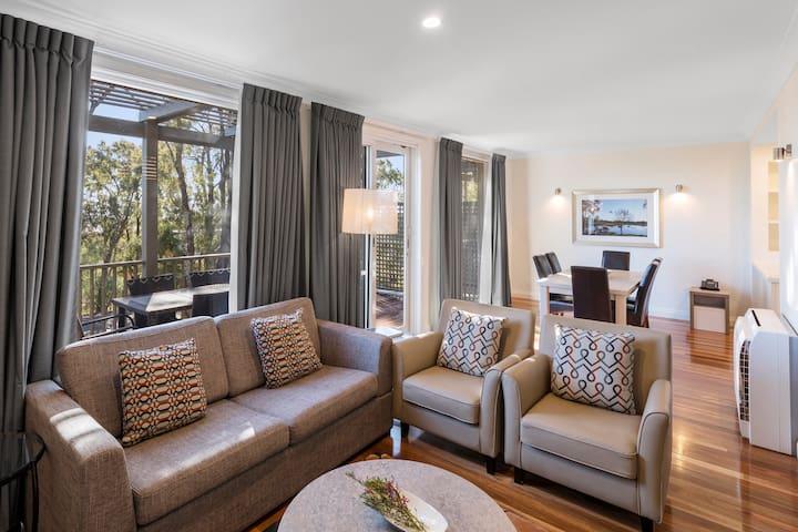 2 Bed Premier Villa w/ Breakfast @ Cypress Lakes