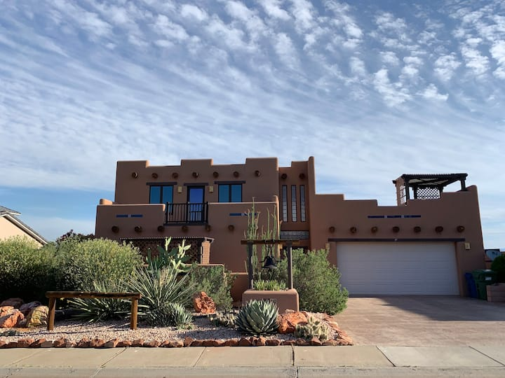 Luxury Sante Fe Style Home - Great Views, Hot Tub