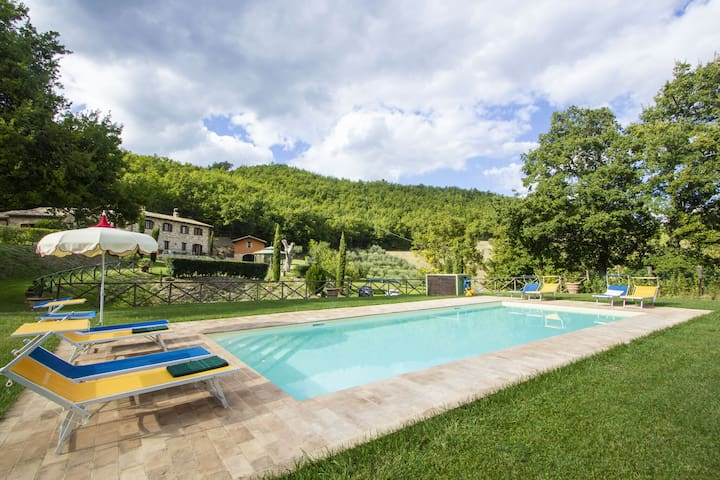 Serene Holiday Home in Serrapetrona with Swimming Pool
