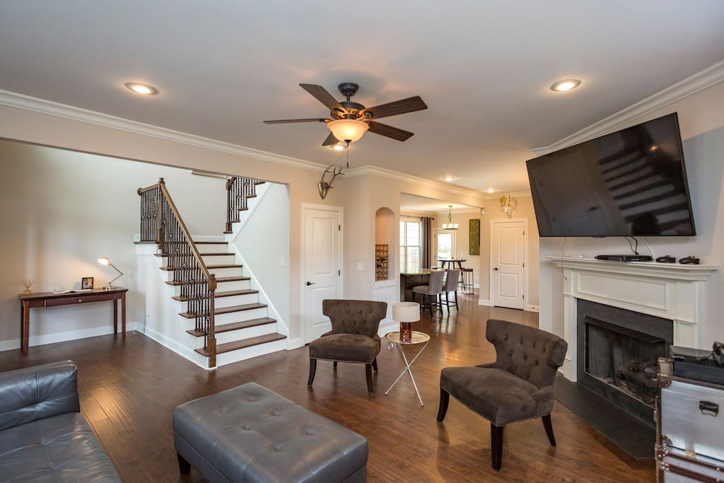 Enjoy the open concept of this beautiful Downtown Nashville Home!