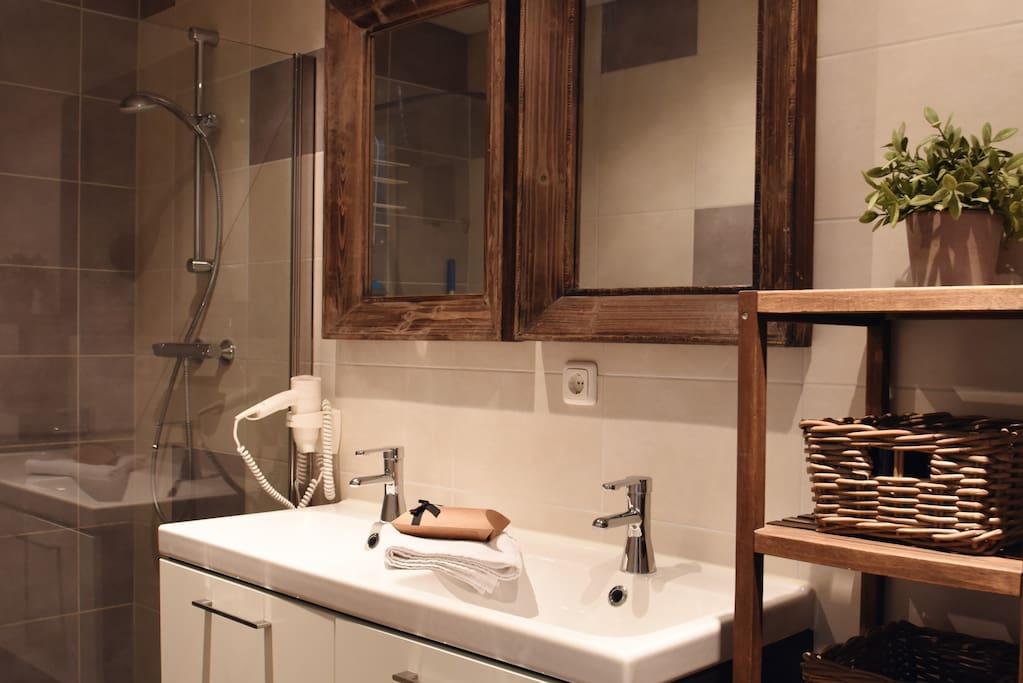 Badkamer met open douche