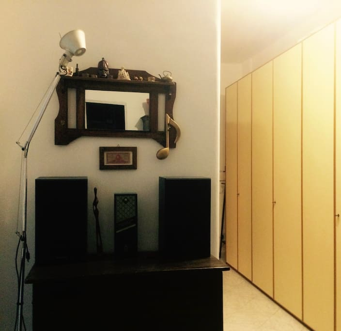 Stereo - Closet