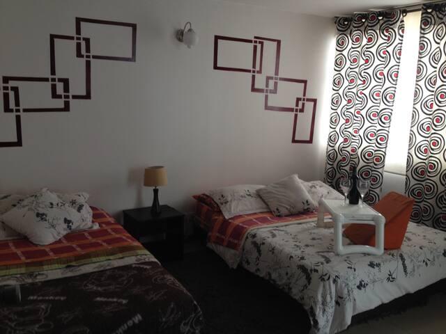 Double bed Room / Chambre privée avec deux lits