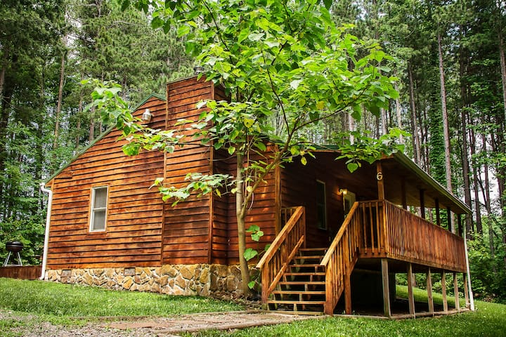 Cabins close to the New River Gore at a Good Price