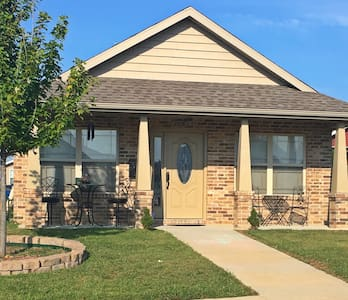 CUTE 3b, 2ba home 2 blks off Main! - Joplin