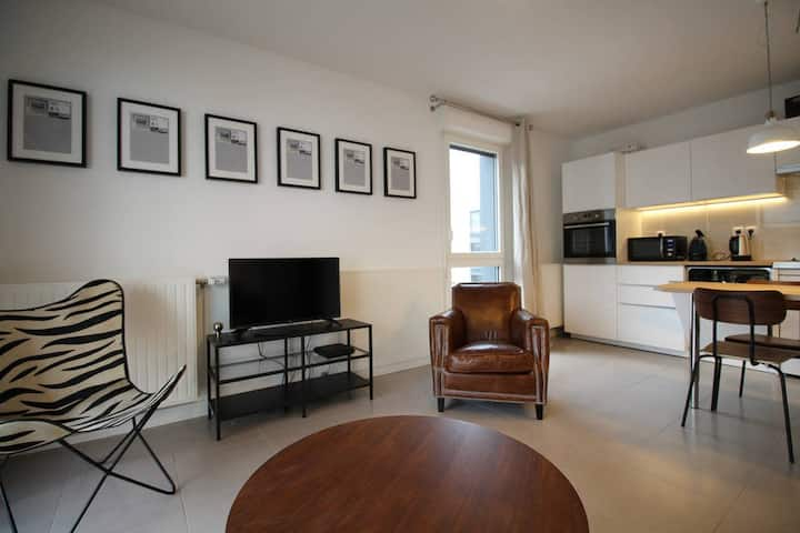 Nice apartment for 4 with parking near Cité du Vin