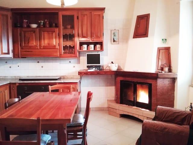 Confortevole appartamento/stanza privata - Montemiletto - Wohnung