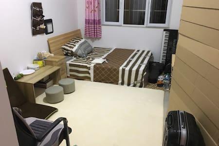单间小屋,空调地暖独卫,有地毯可打地铺。 - 北京市
