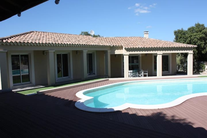 Villa with swimming-pool for 8 people - Collias - Huis