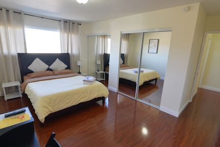 MASTER SUITE with attached Bath 7 minutes toDisney - อนาไฮม์