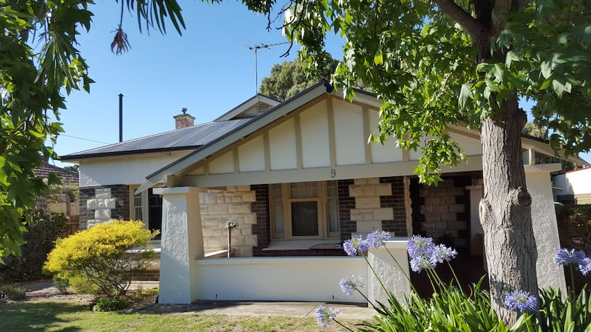 Granny flat in the burbs close to city and beaches - Edwardstown - Byt