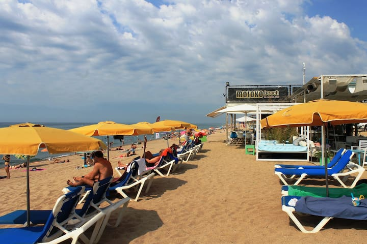 1ª linea de mar, con vistas y a 30m de la playa.