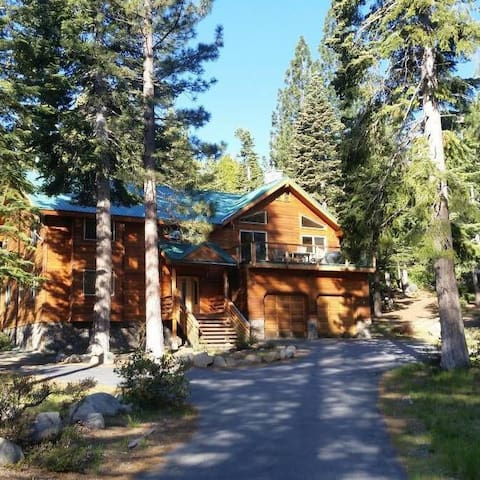 Beautiful Custom Built Home in Meeks Bay 5BR/3BA - Tahoma - Hus