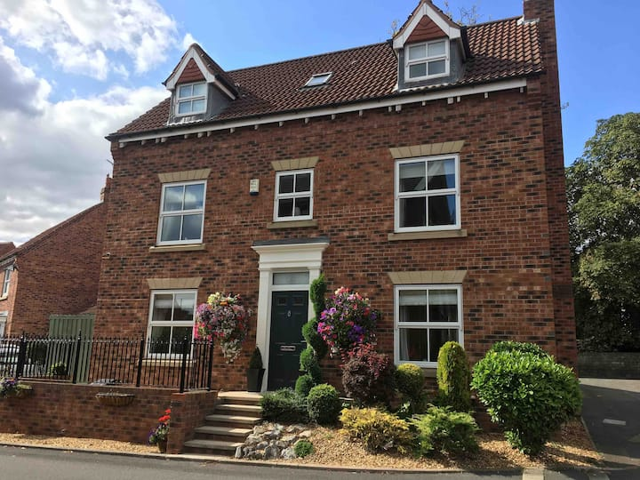 Double bedroom with ensuite in stunning Sprotbrough property.