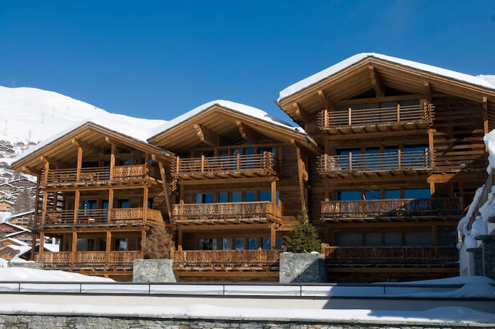 Victoria 111, centrally located in Verbier with indoor swimming pool, sauna