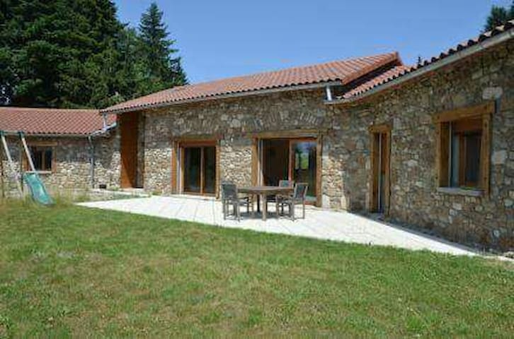 Nice room in the heart of Pilat National Park - Le Bessat - House