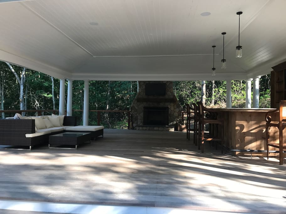 Pool Pavilion-Bar and outdoor fireplace-2 Outdoor TV's