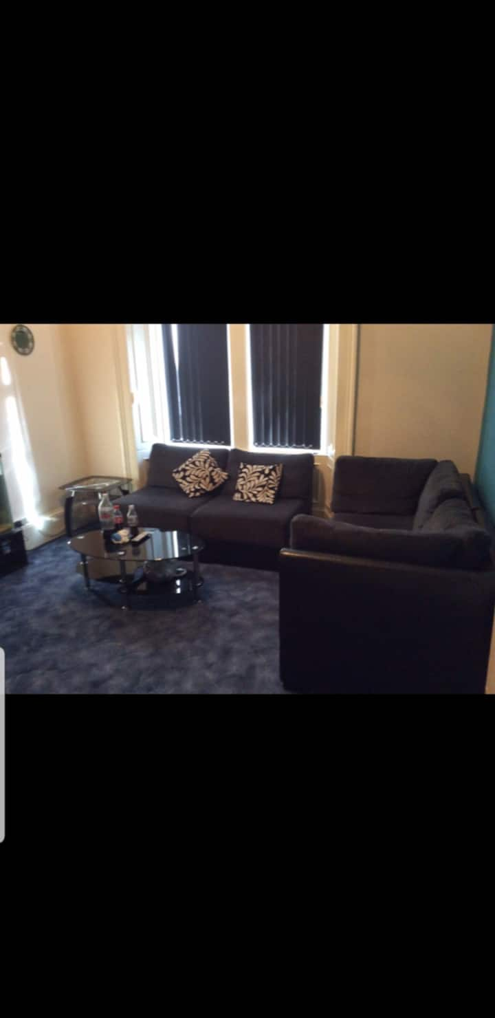 Fully Furnished Spacious and close to city centre