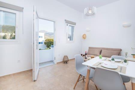 Agia Anna Apartment One in Parikia