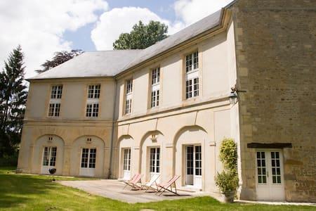 Castle de Tilly - Authentic and warm XVIII century - Tilly-sur-Seulles - Kasteel