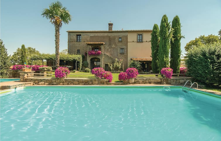 Holiday cottage with 10 bedrooms on 600m² in Vitorchiano VT