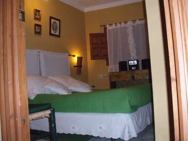 Casa Rustica familiar y la mejor zona de la sierra - Castaño del Robledo