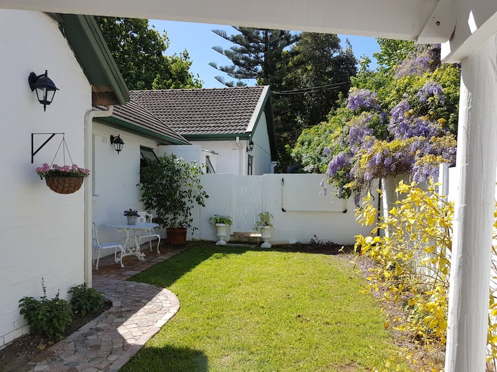 Private Garden Cottage in beautiful Somerset West