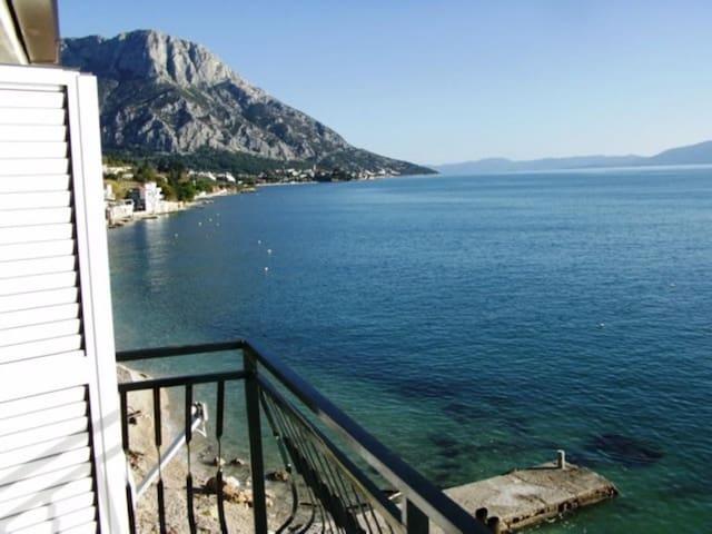 One bedroom apartment near beach Brist, Makarska (A-15465-b)