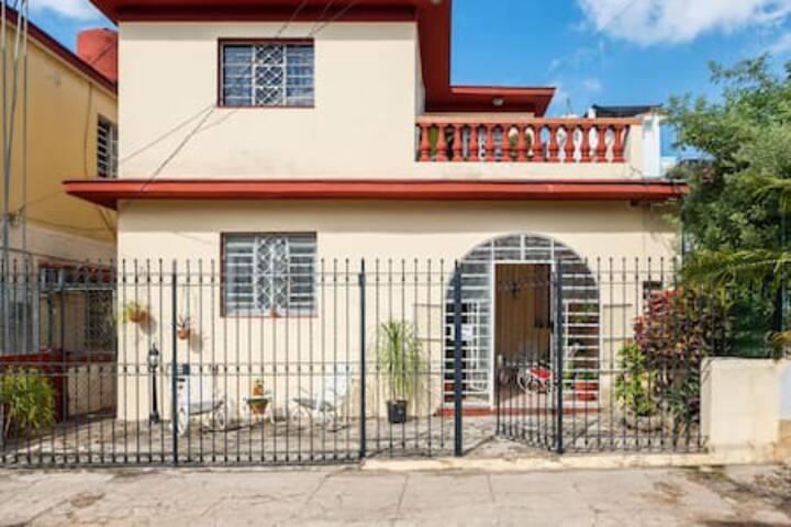 Casa 9na y 84 (1habitacion)
