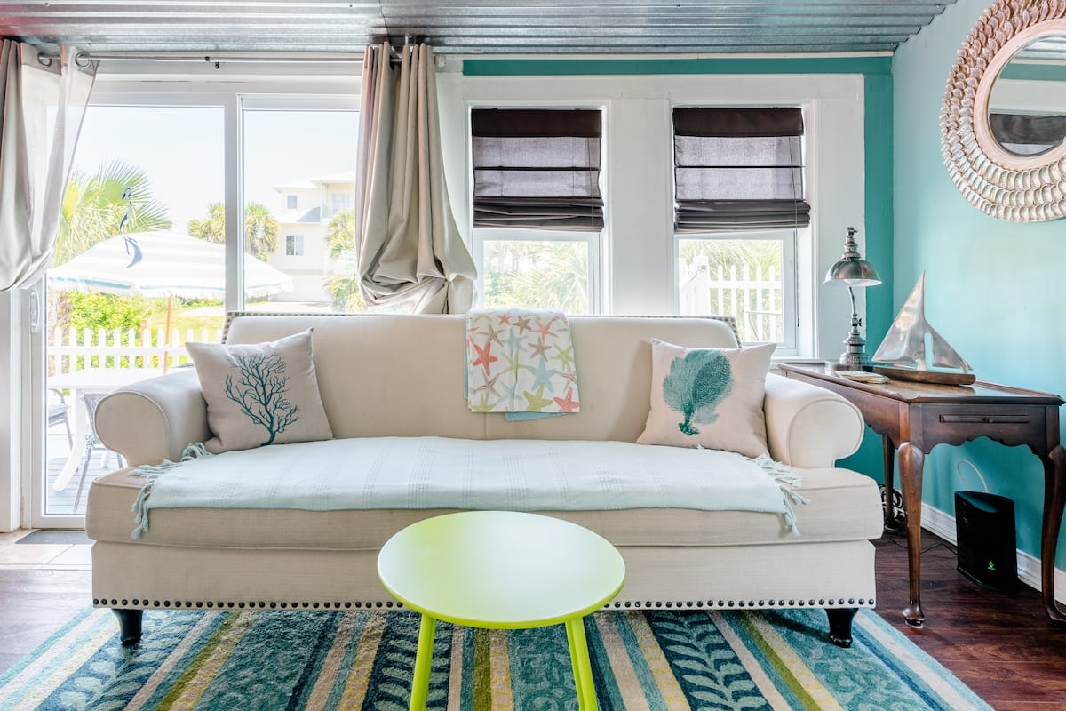 Stroll to the Beach From a Cheerful Home