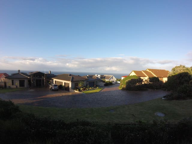 6 Sleeper Apartment on Golf Estate with Sea View - Mossel Bay - Lägenhet