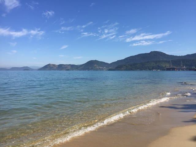 Kitnet completa! 5 minutos da praia e passeios!