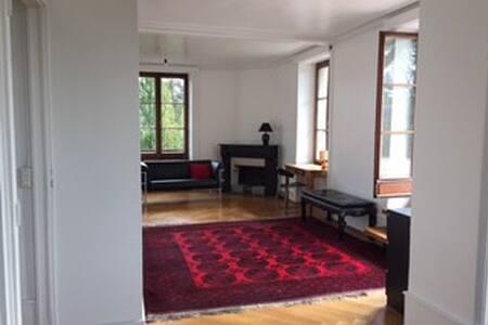 Appartement avec grande terrasse - Chêne-Bourg - Casa